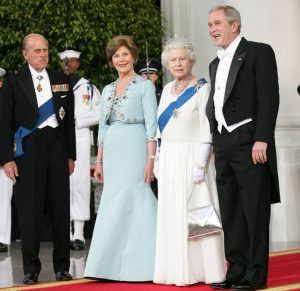 A queen meets American royalty. President and Mrs. Bush welcome Queen Elizabeth II and Prince Philip. Photo by Eric Draper.